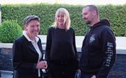 Erika Walther (links), Präsidentin des Tierschutzvereins Nidwalden, mit den neuen Vorstandsmitgliedern Uschi Müller und Andy Waldner. (Bild: Richard Greuter (Oberdorf, 29. April 2017))
