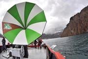 Auf einem Nauen fest verankert, wurde das Schiffshorn bei einer Urnersee-Rundfahrt erstmals präsentiert. (Bild: Urs Hanhart / Neue UZ)