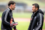 Mit Goalie David Zibung (links) kann Alex Frei über alles reden – bei anderen FCL-Spielern kommt seine Vorgehensweise nicht gut an. (Bild: Keystone/Alexandra Wey)