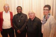 Richard Arnold (v. l. Kirchenratspräsident Flüelen), Pater Alistair Gogodo, Pater Damian Weber und Priska Bucheli (Kirchenratspräsidentin Sisikon). (Bild: Paul Gwerder (Flüelen, 14. März 2018))