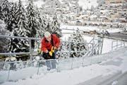 Pierre Bailly vom internationalen Skiverband vermisst die neue Schanze. (Bild: Corinne Glanzmann)
