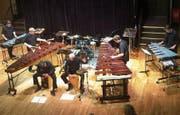 Alle Musiker im Zusammenspiel und Instrumente in Hülle und Fülle am Konzert im Casineum. (Bild: Norina Oostenbrug (23. Februar 2018))