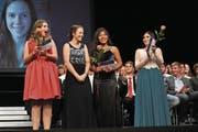 Sie konnten sich gestern im Theater Uri feiern lassen: die 79 jungen Berufsleute. (Bilder: Urs Hanhart (Altdorf, 26. Juni 2017))