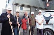 Von links: Urban Camenzind, Jost Gisler, Peter Stadler, Franz Kempf und Stephan Philipp beim Spatenstich. (Bild: Josef Zurfluh (Altdorf, März 2018))