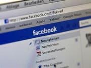 Facebook will auf Desktop-Computern den Einsatz von Werbeblockern unterbinden. (Bild: Keystone/GAETAN BALLY)