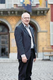 Josef Schuler vor einem seiner liebsten Kulturstätten des Kantons Uri, dem Theater Uri in Altdorf. (Bild: Florian Arnold (12. März 2018))