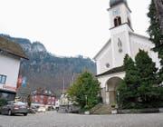 Der Dorfplatz mit der Kirche. Nun sind Ideen für eine Neugestaltung gefragt. (Bild: Matthias Piazza (Hergiswil, 26.Januar 2018))