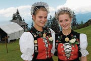 Das Jodelduett Natascha und Maruschka Monney. (Bild: Rosmarie Berlinger (Klewenalp, 13. Juli 2017))