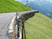 Die Klausenpassstrasse im Gebiet Äbnet vor den Verbesserungen. (Bilder Hartmut Schubert)
