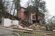 Der Schuppen vor der Villa Landenberg ist nun abgebrochen. (Bild: Philipp Unterschütz (Sarnen, 7. Februar 2018))