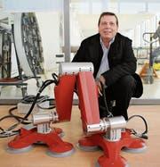 Toni Niederberger zieht mit seiner Firma von Nidwalden weg, das Spin-off Serbot AG (Bild), das Roboter für Reinigungen von Fassaden und Solarpanels entwickelt, bleibt vorerst in Buochs. (Archivbild: Nidwaldner Zeitung)
