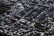 Frankreich möchte die Asylbewerber von Calais nach und nach an andere Orte versetzen. (Bild: AP Photo/Thibault Camus)