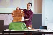 Der Alpnacher Maturand Colin Wallimann präsentiert seine Maturaarbeit: Einen Nachbau der ersten Rechenmaschine. (Bild: Romano Cuonz)