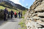 Entlang des Riedwegs wurden sowohl berg- als auch talseitig zahlreiche Stützbauwerke, vornehmlich Trockenmauern, saniert. (Bild Urs Hanhart)