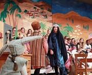 Das Weihnachtssingspiel «Stärn über Bethlehem» kam in der Aula Cher farbenprächtig daher. (Bild: Marion Wannemacher (Sarnen, 10. Dezember 2017))