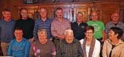 Die Jubilare: (hinten, von links) Toni Gisler, Roli Aschwanden, Dani Baumann, Josef Schilter, Christof Arnold, Ueli Gisler, Peter Herger; (vorne, von links) Lothar Imhof, Vreni Gisler, Walter Gisler, Karin Imhof und Annemarie Imhof. (Bild: Franz Imholz (Spiringen, 27. Januar 2018))