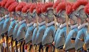 Schweizergardisten nehmen im Vatikan Aufstellung für die Vereidigungszeremonie. (Bild: Keystone/Alessandra Tarantino (Rom, 6. Mai 2014))