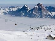 Im Skigebiet Stoos haben Noroviren zahlreiche Skifahrer flach gelegt. Dies haben Auswertungen der Stuhlproben ergeben. (Symbolbild) (Bild: KEYSTONE/ALESSANDRO DELLA BELLA)