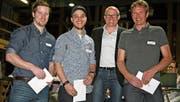 Die neuen Fachkräfte (von links): Pascal Schneider, Patrick Hervet und Philipp Imdorf mit VSSM-Unterwalden-Präsident Marcel Frank (Zweiter von rechts). (Bild: PD)