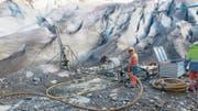 Bis zu 55 Meter tief wurde in den Felsen beim Aletschgletscher gebohrt. (Bild: PD)