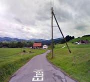 Die Aufnahmen sind hier, gleich unterhalb des Etzelpasses entstanden. (Bild: Google Street View)
