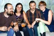 Thaïs Odermatt und Corina Schwingruber haben mit ihren Partnern Carlos Isabel und Nikola Ilic (von links) zwei «Krisenfilme» produziert. (Bild Romano Cuonz)