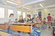 Die Primarschüler der dritten und vierten Klasse haben sich im Container eingerichtet. (Bild: Matthias Piazza (Ennetmoos, 21. August 2017))