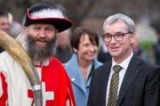 Erich Ettlin (rechts) bei der Feier in Kerns. (Bild Keystone / Alexandra Wey)