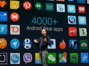Android-Handys sind von Schadecodes bedroht. (Symbolbild) (Bild: KEYSTONE/AP/JEFF CHIU)