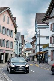 Die Fachgeschäfte haben nichts dagegen, wenn im Dorf künftig Tempo 30 gelten würde. (Bild: Corinne Glanzmann (Sarnen, 18. April 2017))
