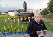Werner Barmettler, Präsident der Baukommission, bei seiner Ansprache zur Camping-Erweiterung.Bild: Kurt Liembd (Buochs, 26. September 2016)