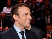 Hat gut lachen: Präsidentschaftskandidat Emmanuel Macron überzeugte die TV-Zuschauer bei der ersten von drei Debatten laut einer Umfrage am meisten. (Bild: KEYSTONE/AP AFP POOL/PATRICK KOVARIK)