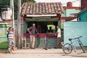 Nach einer kurzen Phase der Liberalisierung haben es Kleinunternehmer in Kuba wieder schwerer. (Bild: Phil Crean/Alamy (Vinales, 23. November 2016))