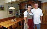 Rita und Beat Murer in der «Rössli»-Gaststube in Beinwil. (Bild: Werner Schelbert (24. Oktober 2017))