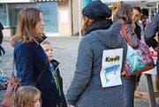 Drei Studentinnen stellten sich am Samstag in Altdorf den Fragen zum Thema Verschuldung.Bild: Philipp Zurfluh (Altdorf, 22. Oktober 2016)