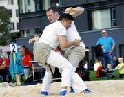Der Ufhuser Werner Suppiger (links) sicherte sich mit dem Sieg gegen Andi Imhof (Bürglen) die Bronzemedaille. (Bild Werner Schelbert)