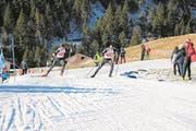 Beim sonntäglichen Verfolgungsrennen schenken sich die beiden Zentralschweizer Janik Riebli (rechts) und Cyril Fähndrich nichts. (Bild: Martin Arnold (Steg, 14. Januar 2018))