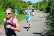 Nicola Spirig läuft ein einsames Rennen an der Spitze. (Bilder Michael Wyss)