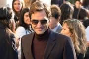 Bereits am Dienstag war Roger Federer in Paris. Hier besucht er gerade die Chanel-Show von Karl Lagerfeld. (Bild: EPA/CAROLINE BLUMBERG)
