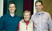 Von links: Simon Kempf (neuer Gemeinderat), Heidi Meier (abtretende Gemeindepräsidentin) und der neue Gemeindepräsident Andreas Gisler. (Bild: Bruno Arnold (Bauen, 20. November 2017))