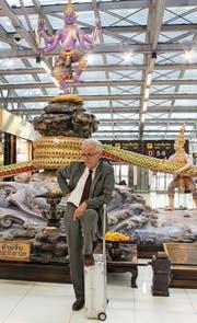 Martin Hess: Seit zehn Jahren immer wieder unterwegs auf der Suche nach Volkskultur – hier auf dem Flughafen in Bangkok. (Bild Roberta Fischli)