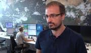 Meteorologe Thomas Jordi erklärt, warum es so heiss ist. (Bild: Screenshot / sda)