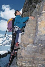 Franz Steinegger 1990 bei einem seiner Hobbys, dem Klettern. (Bild: Karl-Heinz Hug / Keystone)