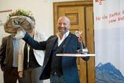 Mauro Testerini, Geschäftsführer der Steiner Sarnen Schweiz AG, freut sich über die Auszeichnung. (Bild: Corinne Glanzmann (Neue LZ))