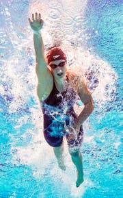 Schwimmt allen davon: die 18-jährige Katie Ledecky. (Bild: EPA/Patrick B. Kraemer)