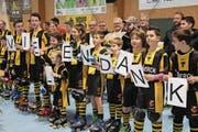 Die Rollhockeyspieler dankten den Verantwortlichen für die neue Halle. (Bilder: Paul Gwerder (Seedorf, 13. Januar 2018))