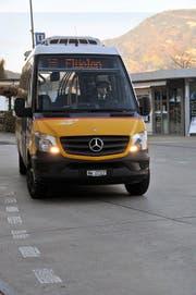 Das Postauto nach Flüelen macht sich in Beckenried auf den Weg. (Bild Matthias Piazza)