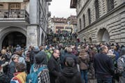 Hier spielt die Musik: emsiges Treiben am Fasnachtsmäärt Unter der Egg. (Bild: Nadia Schärli (Luzern, 3. Februar 2018))