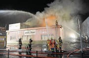 Der Brand der Halle Stille Reuss in Schattdorf vor mehr als vier Jahren beschäftigt die Urner Justiz. (Bild: Kapo Uri (Schattdorf, 4. Oktober 2012))