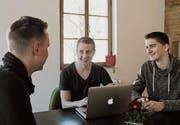 David Baumann (von links), Fabio Affentranger und Adrian Imholz steigen in den Abstimmungskampf ein. (Bild: Markus Zwyssig (Altdorf, 11. März 2017))